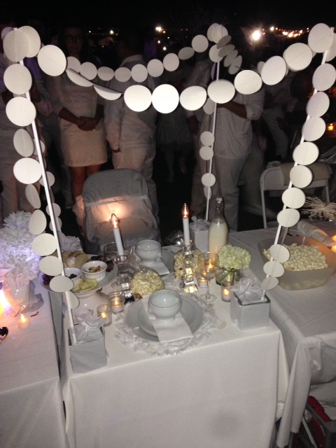 Diner en Blanc Table from shannonqualls.com