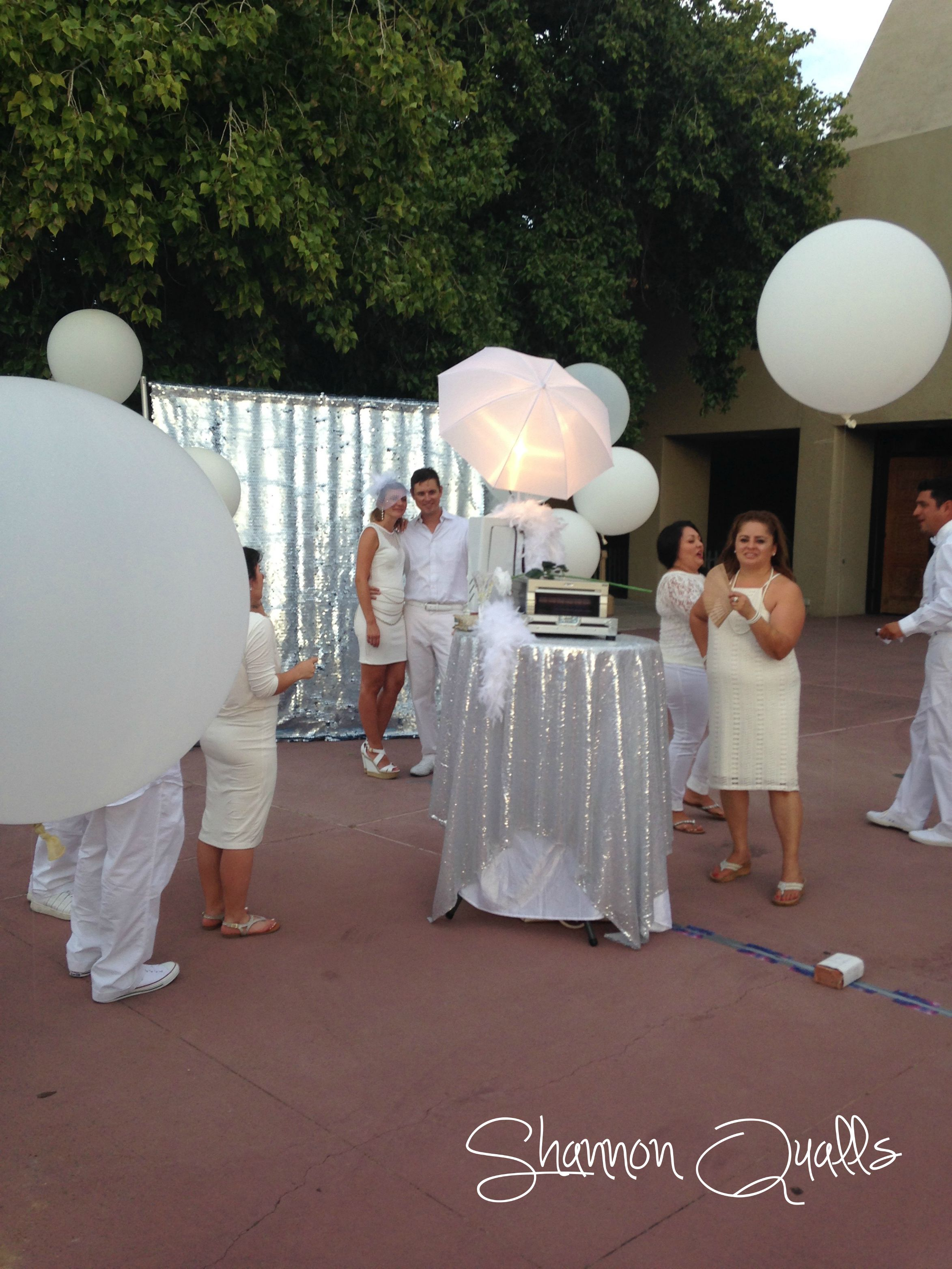 Diner en Blanc Balloon Forest from shannonqualls.com