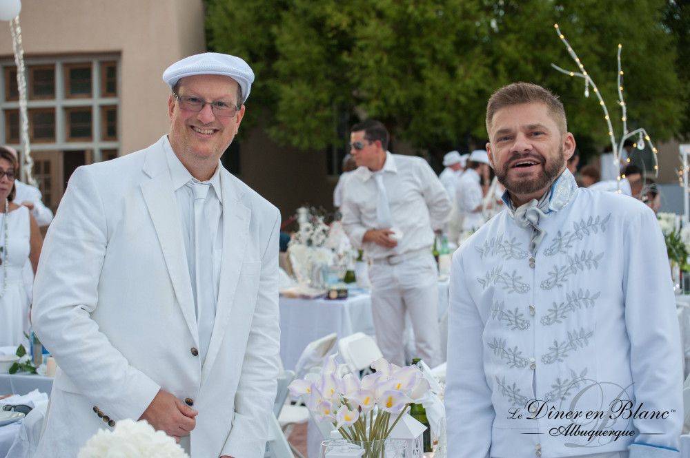 Diner En Blanc Albuquerque 2015 Liz Lopez courtesy of Liz Lopez Photography and Max Woltman