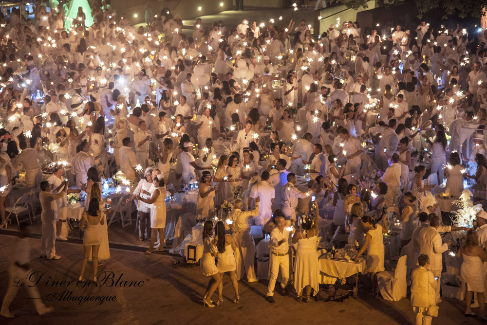 Diner En Blanc Albuquerque 2015 Liz Lopez courtesy ofLiz Lopez Photography and Max Woltman