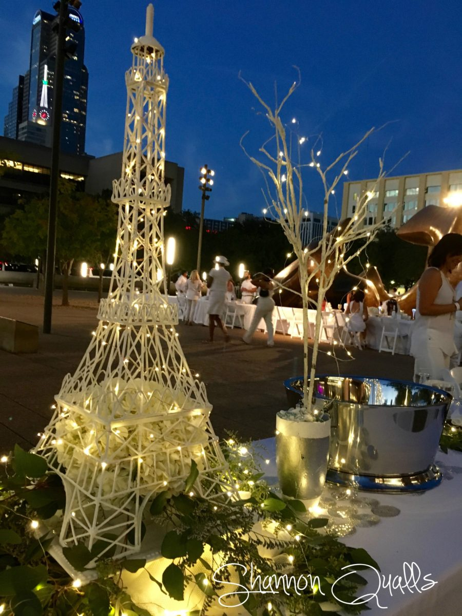 Southwest table for Diner en Blanc Dallas from shannonqualls.com