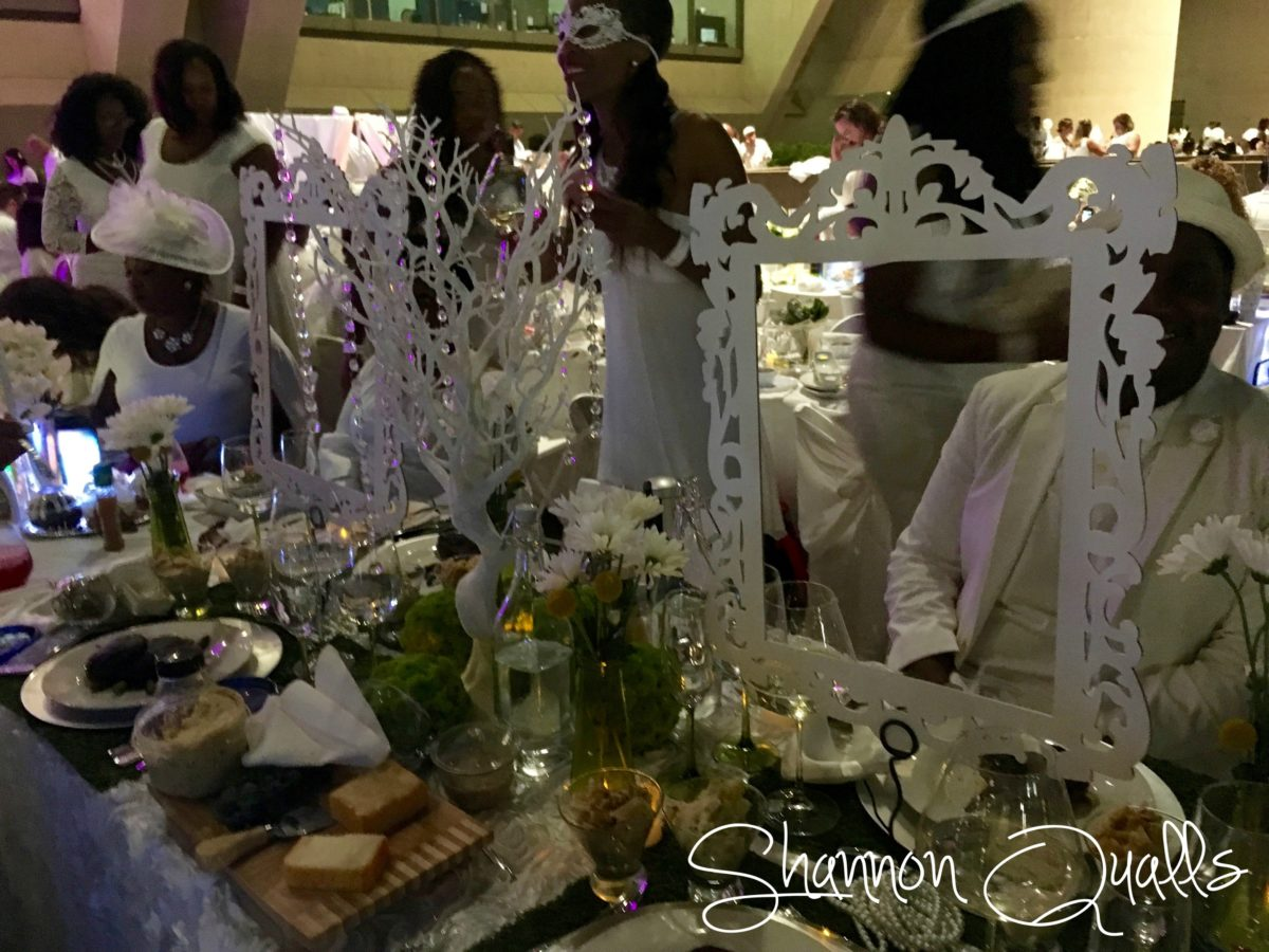 Diner en Blanc Dallas table decor from shannonqualls.com