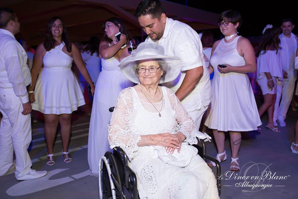Diner en Blanc can be enjoyed by people of all ages (21 and over in the States that is...) - Photo Courtesy of DEB ABQ from shannonqualls.com