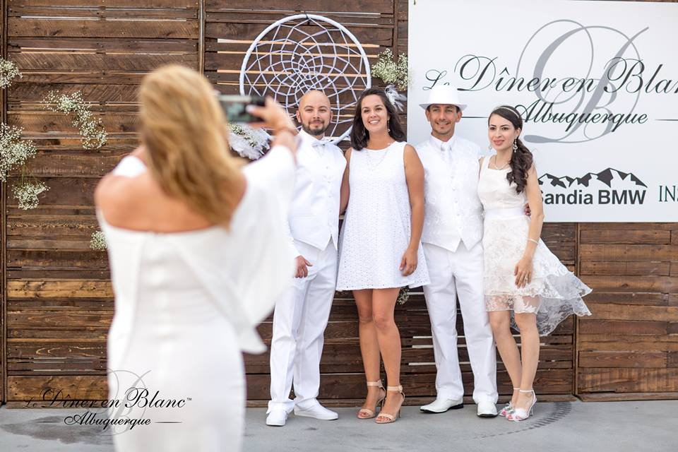 Photo Ops abound at Diner en Blanc Albuquerque- Photo Courtesy of DEB ABQ from shannonqualls.com