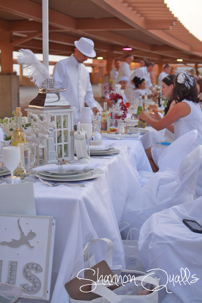 Peter Pan Diner en Blanc Inspired Table Design from shannonqualls.com